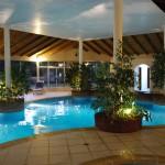 Complejo Pueblo Suizo, piscina de noche