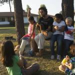 Jugando con niños en Pueblo Suizo