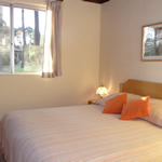 Dormitorio matrimonial en bungalow Pueblo Suizo