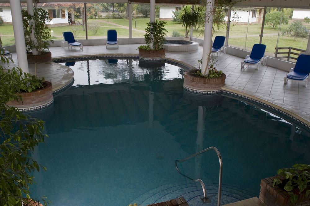 piscina cerrada y climatizada en jaureguiberry uruguay