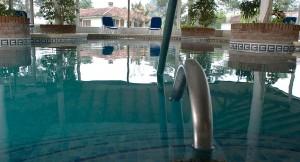Pueblo Suizo y una de sus piscinas